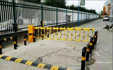首页 栅栏道闸  1,可配套防撞闸杆夹头结构的应用,使闸机具有防撞功能